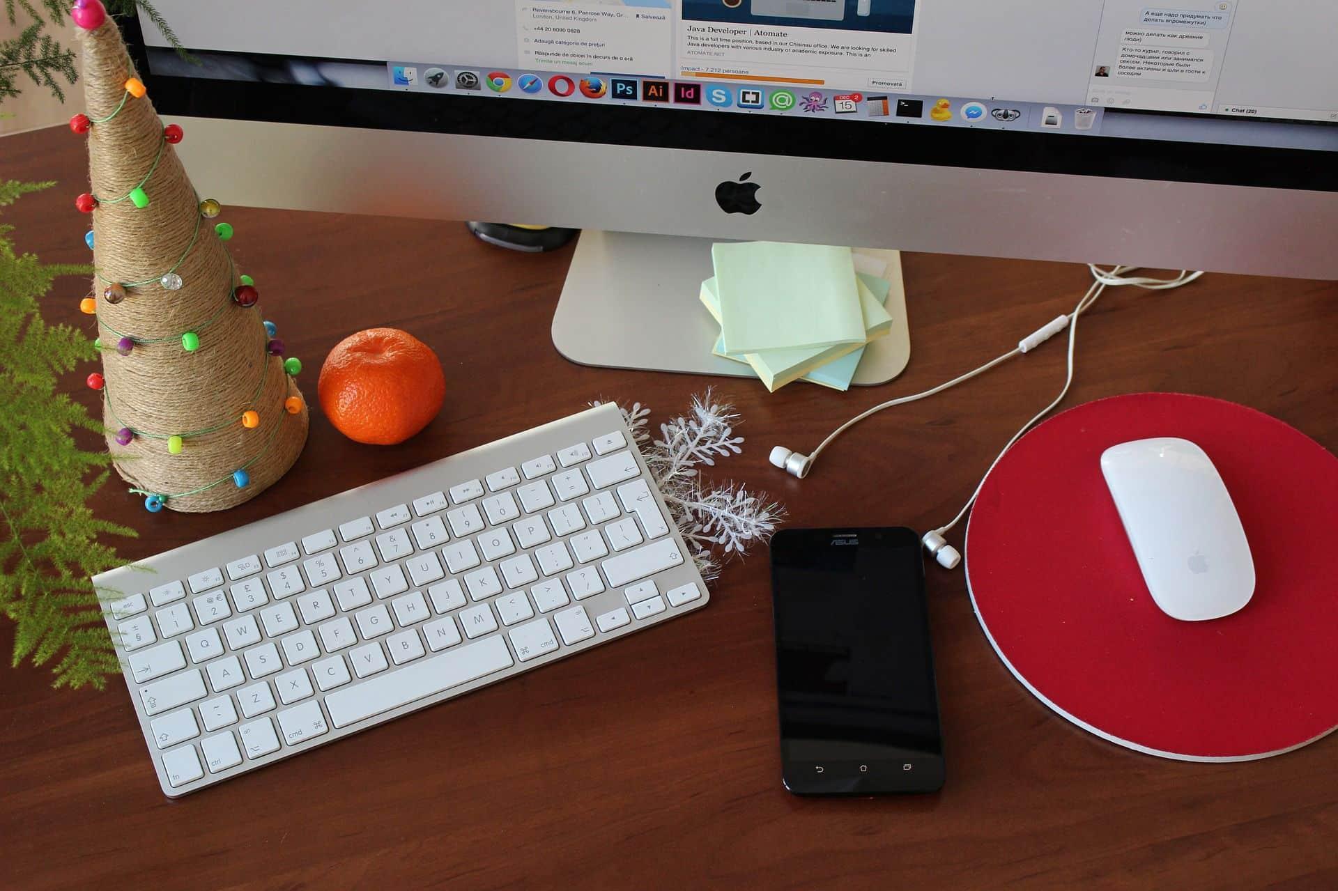 Mesa oficina navideña
